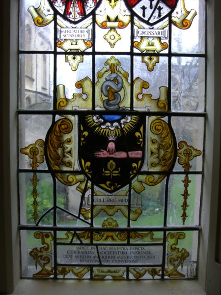 450px-Stained_glass_-_Royal_College_of_Physicians_crest.jpg
